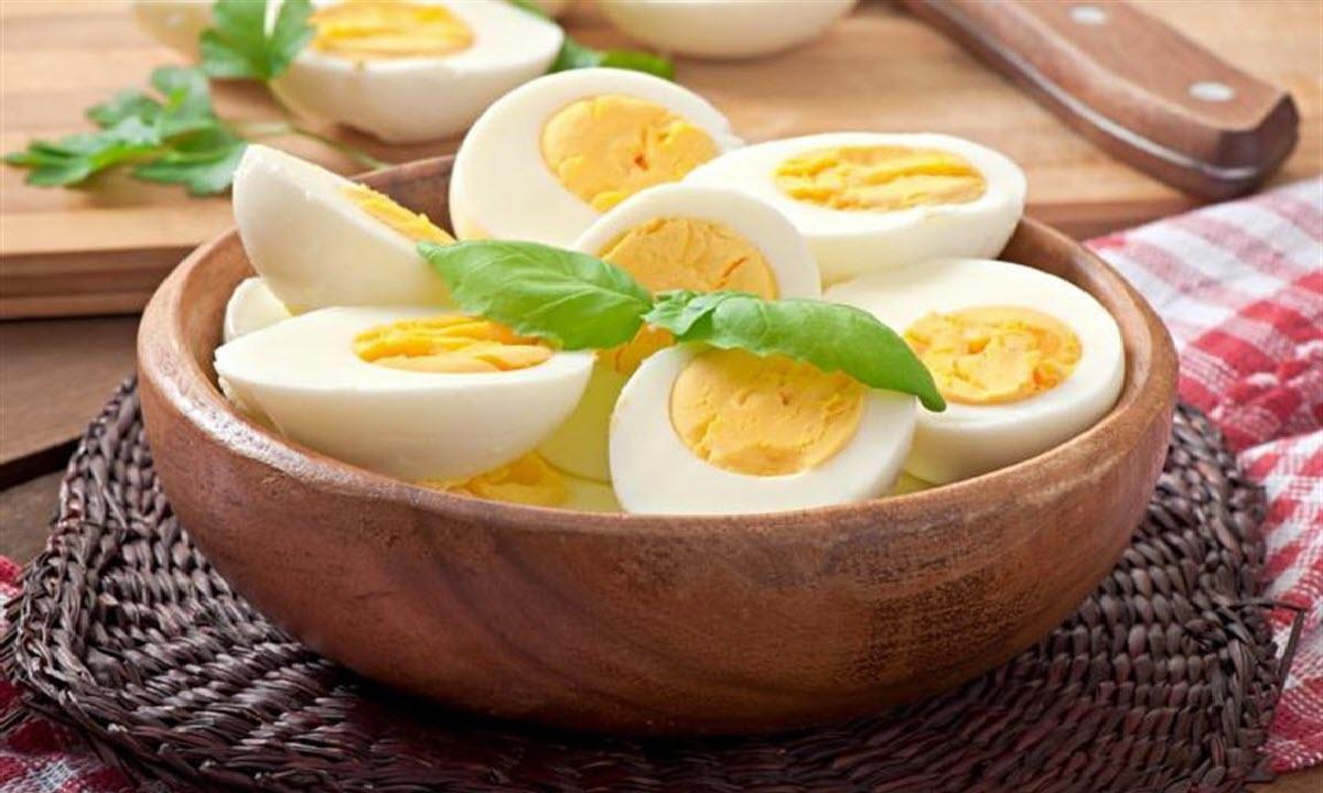 فوائد البيض المسلوق وتأثير تناول بيضة واحدة يومياً على صحتك