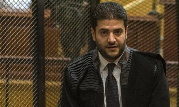 """نجل مرسي يتقدم بطلب خاص إلى محكمة """"فض رابعة"""" والقاضي يستجيب"""