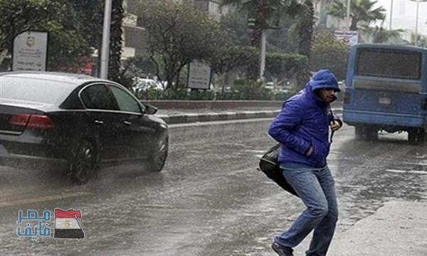 الأمطار الغزيرة تضرب عدد من المحافظات منذ قليل وتُجبر أصحاب بعض المحلات على الغلق وسط تحذيرات متتالية من الأرصاد