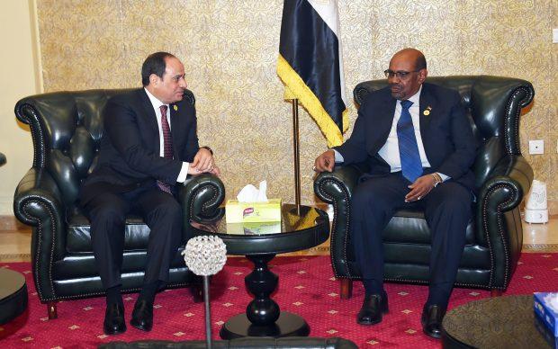 سفير السودان بالقاهرة يكشف تفاصيل لقاء السيسي بالبشير في أثيوبيا وموعد عودته للقاهرة