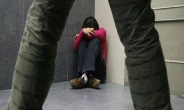 فتاة تتهم أمين شرطة باختطافها وهتك عرضها بالعياط وأقاربها يشرعون في قتله.. تعرف على التفاصيل