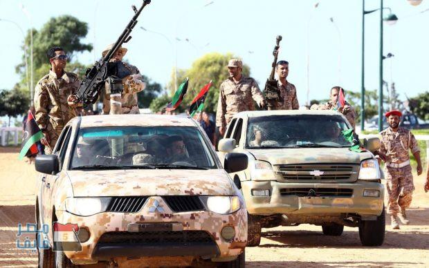 الجيش الليبي يعتقل طاقم جرافة مصرية مؤلف من 5 مصريين بعد قصفها