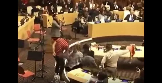 شاهد بالفيديو : الدبكة الفلسطينية في مقر الأمم المتحدة بنيويورك
