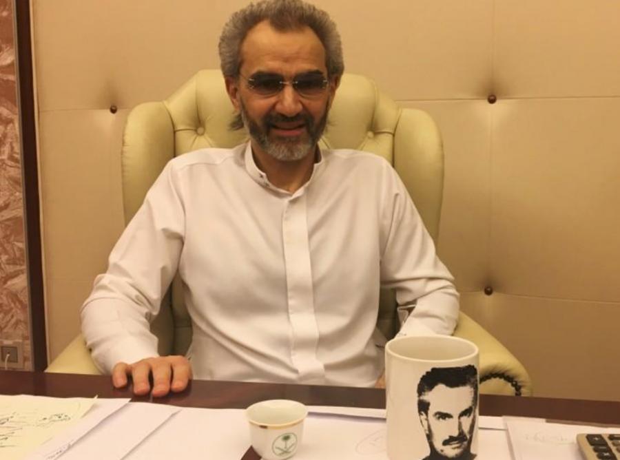 شاهد| أحدث صورة لـ«الوليد بن طلال» أثناء حديثه مع وكالة «رويترز» ويتوقع خروجه بعد أيام 1