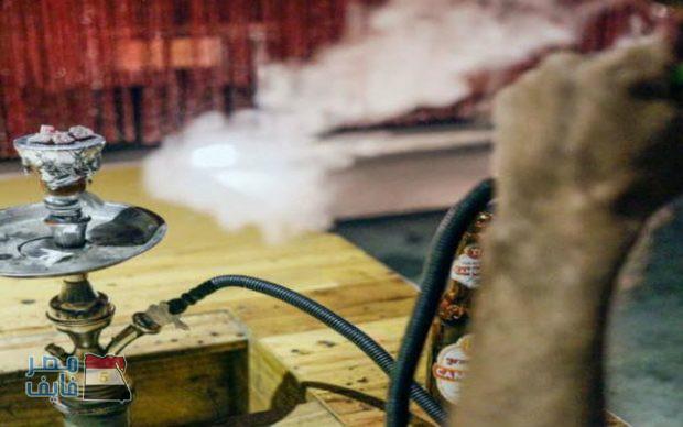 الكويت تفرض رسوما إضافية على من يقوم بتدخين الشيشة في المقاهي.. وتكشف عن موقف الوافدين المخالفين