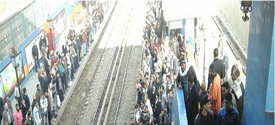 عاجل بالصور| توقف حركة المترو على خط «شبرا – المنيب» وسط حالة من السخط بين جميع الركاب