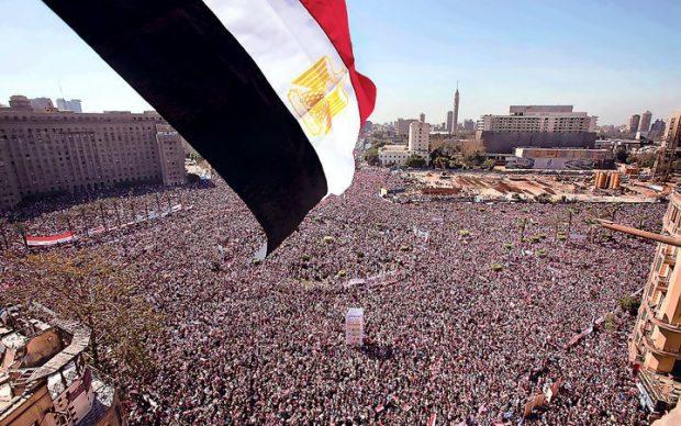 25 يناير ثورة حقيقية أم مؤامرة ضد الوطن
