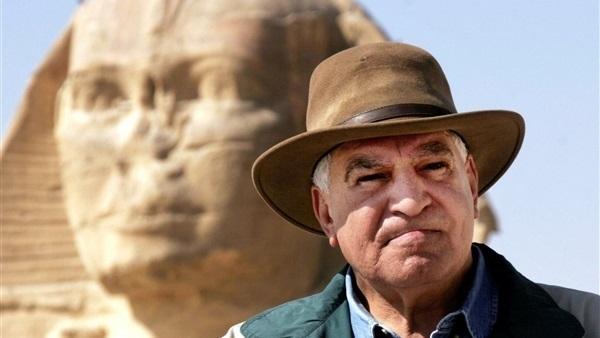 """خبراء آثار يكشفون حقيقة """"خاتم السيسي"""" الفرعوني – فيديو –"""
