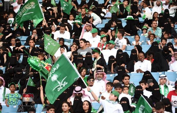 لأول مرة في تاريخ المملكة.. النساء يحضرن مباريات كرة القدم الجمعة القادم في السعودية