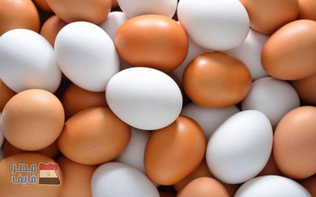 ما السر في ارتفاع سعر البيض البني عن الأبيض.. وأيهما أكثر فائدة؟!