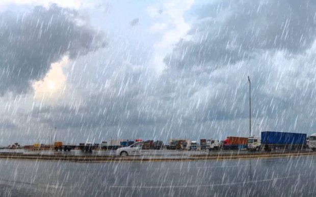 الأمطار تجتاح محافظات الوجه البحري وتغرق العديد من المناطق.. و«الأرصاد» تحذر وتكشف موعد تحسن الطقس