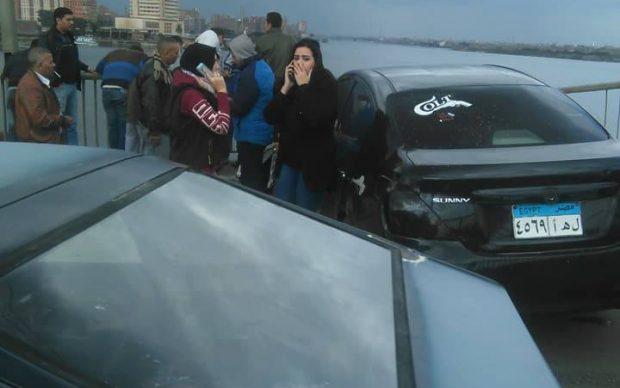 بالفيديو والصور| سقوط ميكروباص من أعلى كوبري الساحل أدي إلى مصرع سيدة وإصابة أخر