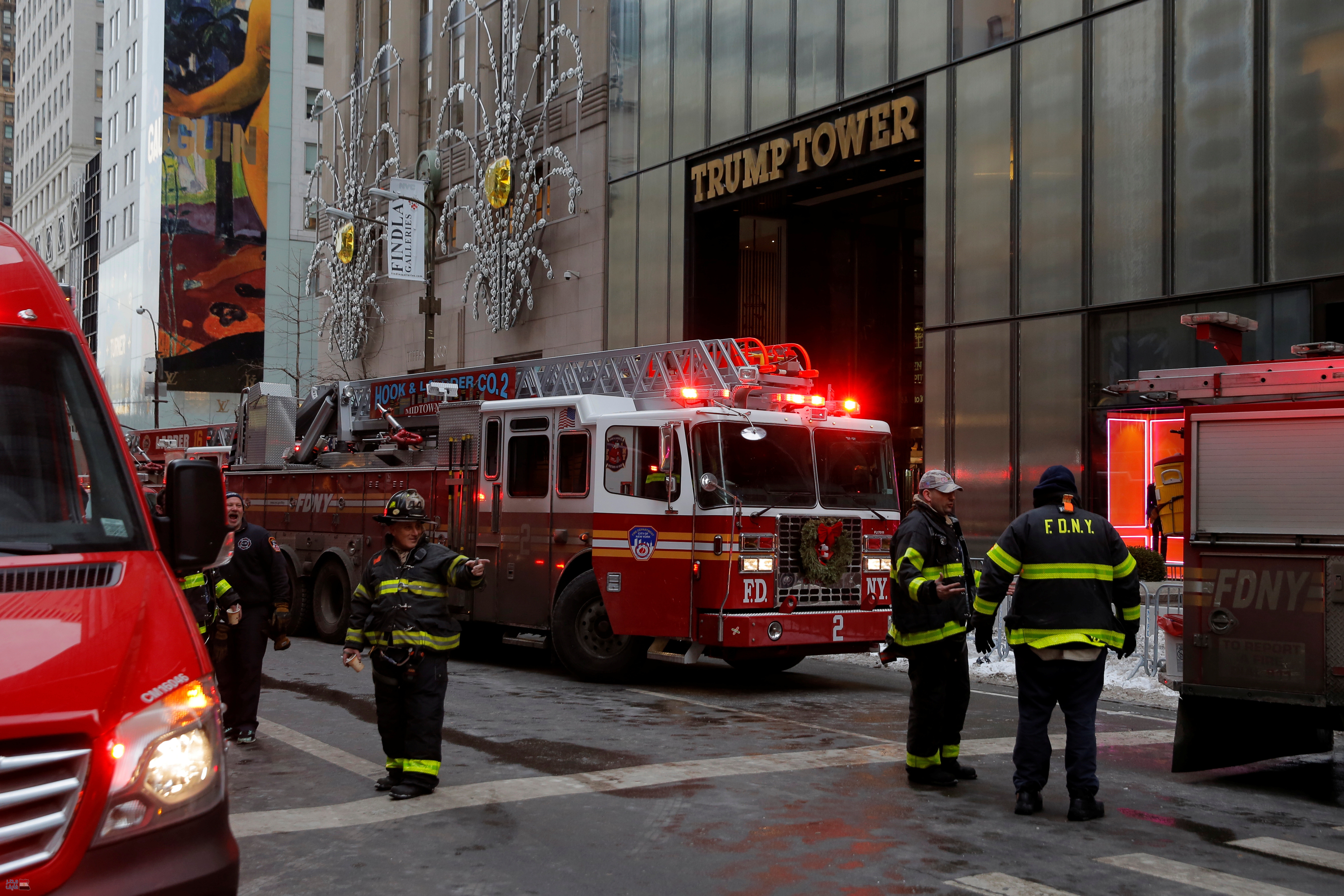 بالفيديو والصور| نشوب حريق في برج ترامب في مانهاتن وإصابة شخصين 1