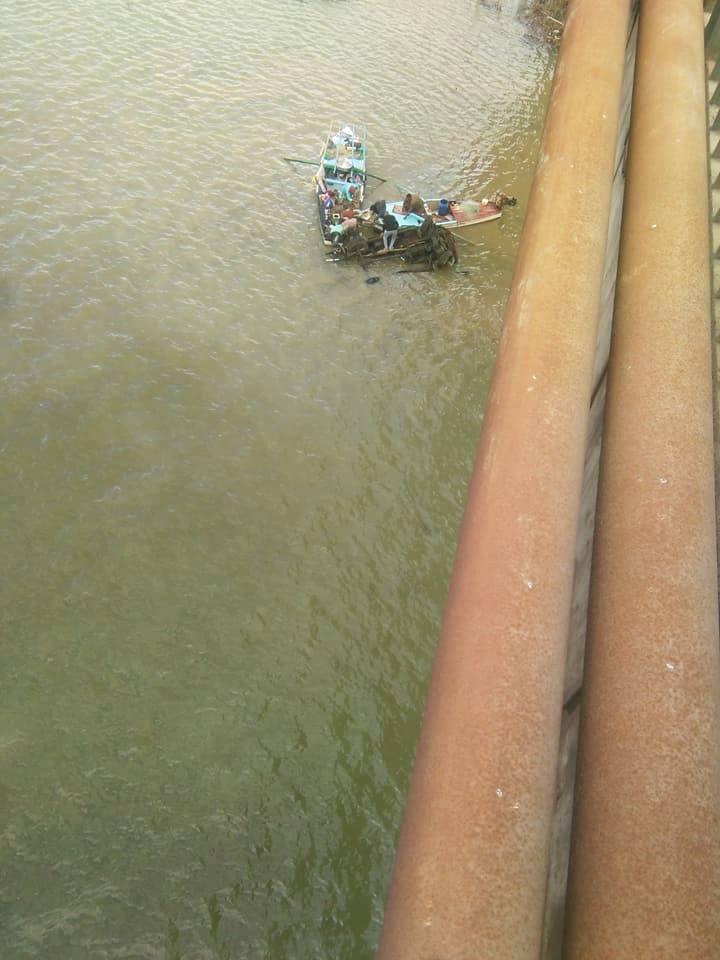 بالفيديو والصور| سقوط ميكروباص من أعلى كوبري الساحل أدي إلى مصرع سيدة وإصابة أخر 2