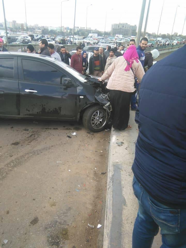 بالفيديو والصور| سقوط ميكروباص من أعلى كوبري الساحل أدي إلى مصرع سيدة وإصابة أخر 3