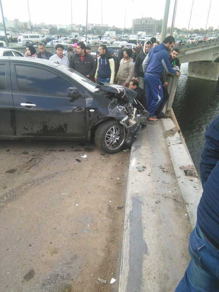 بالفيديو والصور| سقوط ميكروباص من أعلى كوبري الساحل أدي إلى مصرع سيدة وإصابة أخر 4