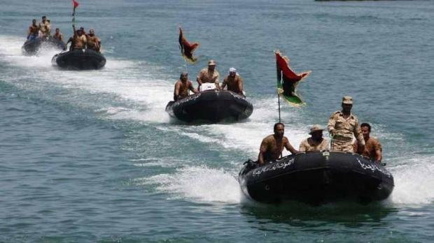 إنقاذ 5 مصريين بعد غرق قاربهم بالقرب من السواحل الليبية والبحث عن 10 أخرين وأسماء المفقودين والناجين منهم