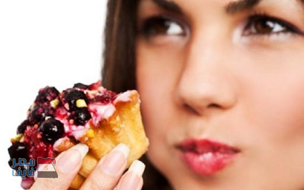 كيف تأكل الحلوى والأطعمة الدسمة دون أن تكتسب وزن زائد؟