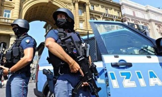 تفاصيل إعتقال مواطن مصري ونجله في إيطاليا منذ قليل