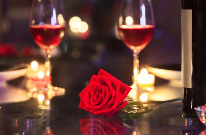تودع زوجها في يوم الحب بطريقة غريبة .. تقدم له السم بدلا من الورد