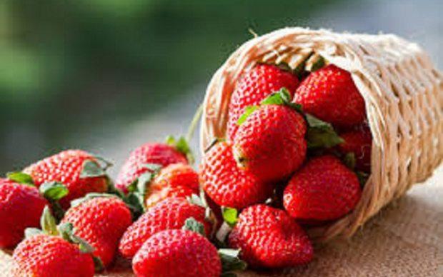 فاكهة السحر لعلاج مشاكل الشعر والبشرة
