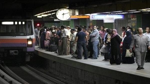 نشوب حريق هائل بجوار محطة مترو المعادي ومصدر أمني يكشف السبب