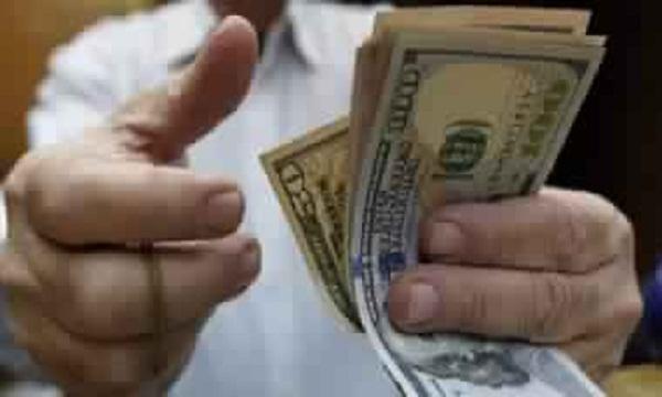 سعر الدولار يرتفع على حساب الجنيه بالسوق السوداء والبنوك اليوم بسبب زيادة عمليات الطلب
