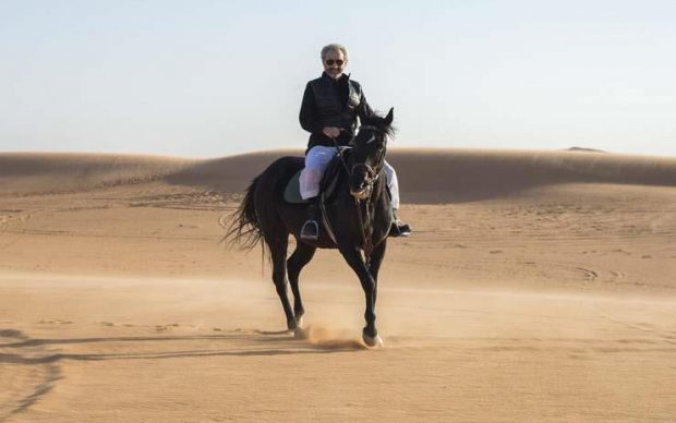 الوليد بن طلال ينشر أولى صوره وهو يستمتع بوقته في الصحراء عقب الإفراج عنه