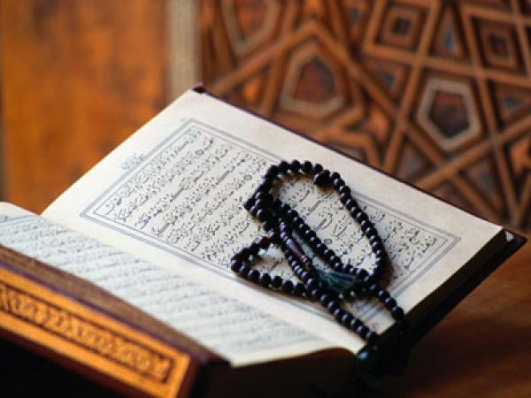 """دار الإفتاء يوضح حكم """"قراءة القرآن"""" ووهب ثوابها للمتوفي"""