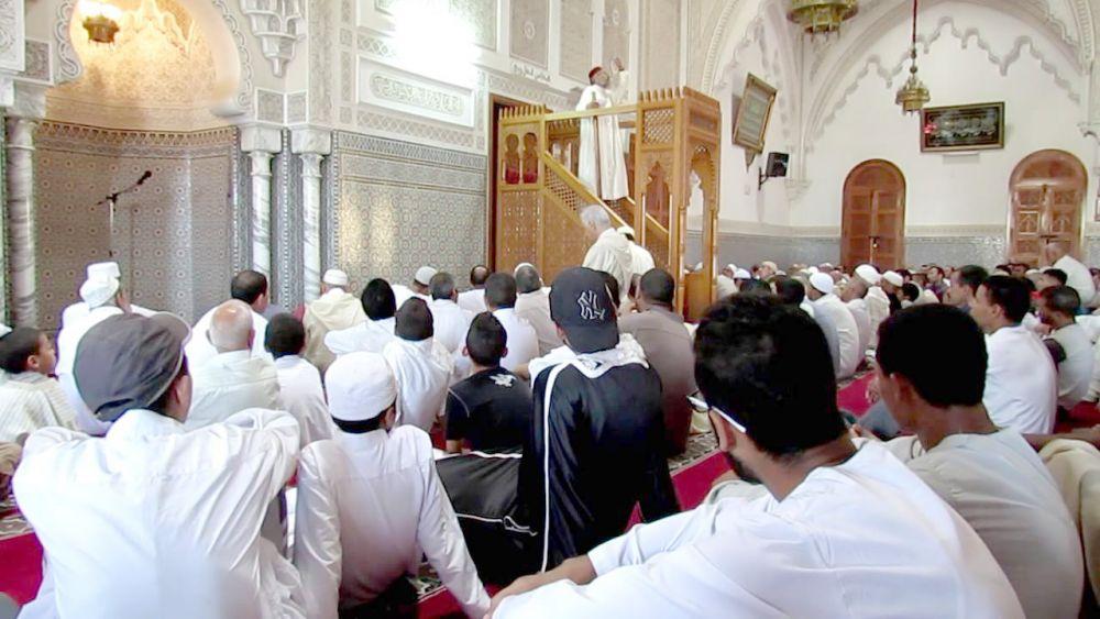 بالفيديو.. لحظة وفاة إمام وخطيب مسجد أثناء خطبة صلاة الجمعة الماضية