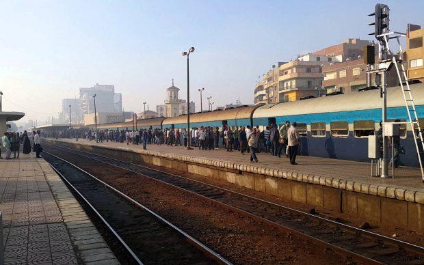 """عاجل.. """"حالة فزع"""" بين الركاب في محطة بنها بعد حادث إصطدام قطار منذ قليل"""