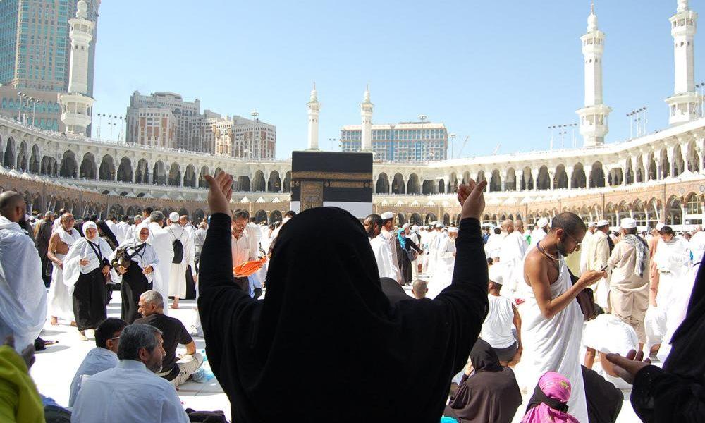 «الجوازات السعودية» تُحذر: 6 أشهر حبس وغرامة 50 ألف ريال لكل معتمر يخالف تلك التعليمات