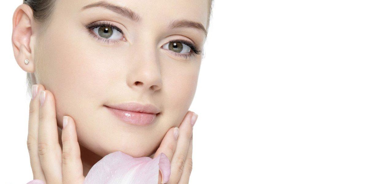العناية بالبشرة الدهنية وحب الشباب .. وصفات طبيعية لنضارة الوجه