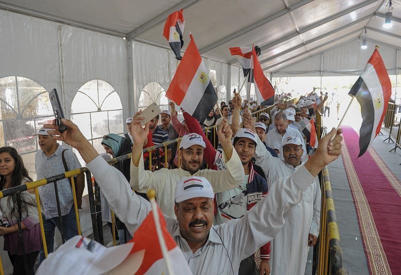 بالفيديو| رقص وزحام المصريون بالكويت أثناء الإدلاء بأصواتهم لليوم الثالث في الانتخابات الرئاسية