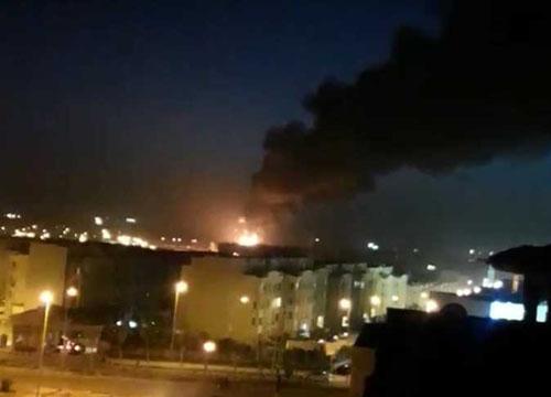 أول بيان من «الكهرباء» تكشف فيه أحدث تطورات الانفجار الضخم الذي ضرب محطة المحولات الرئيسية بالشيخ زايد وأكتوبر.. وأول فيديو للحريق