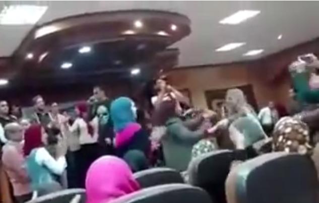 رقص على أنغام أغاني المهرجانات في آداب طنطا.. وأول رد فعل من العميد «فيديو»