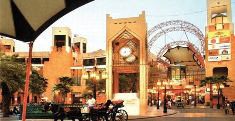 أمانة عامل مصري تثير إعجاب السعوديين