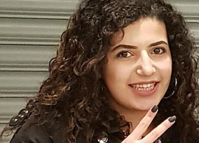 الديلي ميل البريطانية تعرض فيديو للفتاة المصرية مريم عبد السلام قبل الإعتداء عليها مباشرة.. فماذا حدث فيه