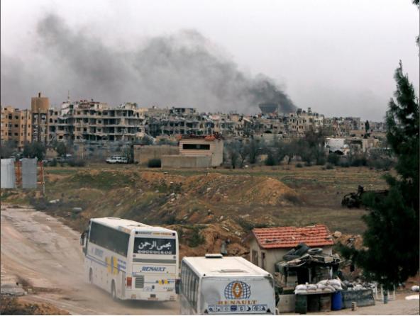 معادرة المسلحين ومدنيين من الغوطة الشرقية