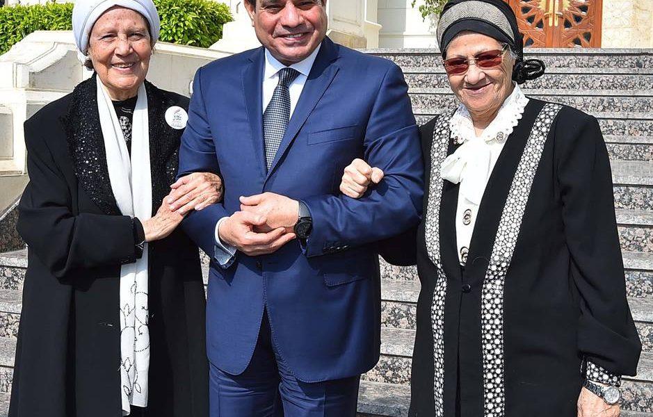 شاهد بالصور كيف استقبل الرئيس السيدتان اللتان قامتا بالتبرع لصندوق تحيا مصر