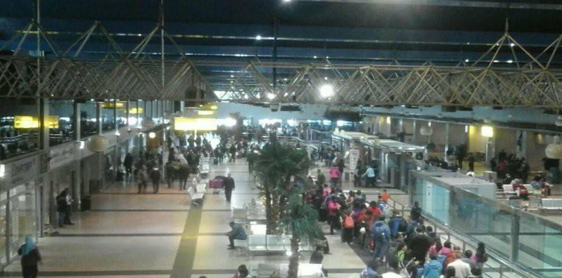 جمارك مطار القاهرة تحبط محاولة تهريب سندات ووثائق أثرية