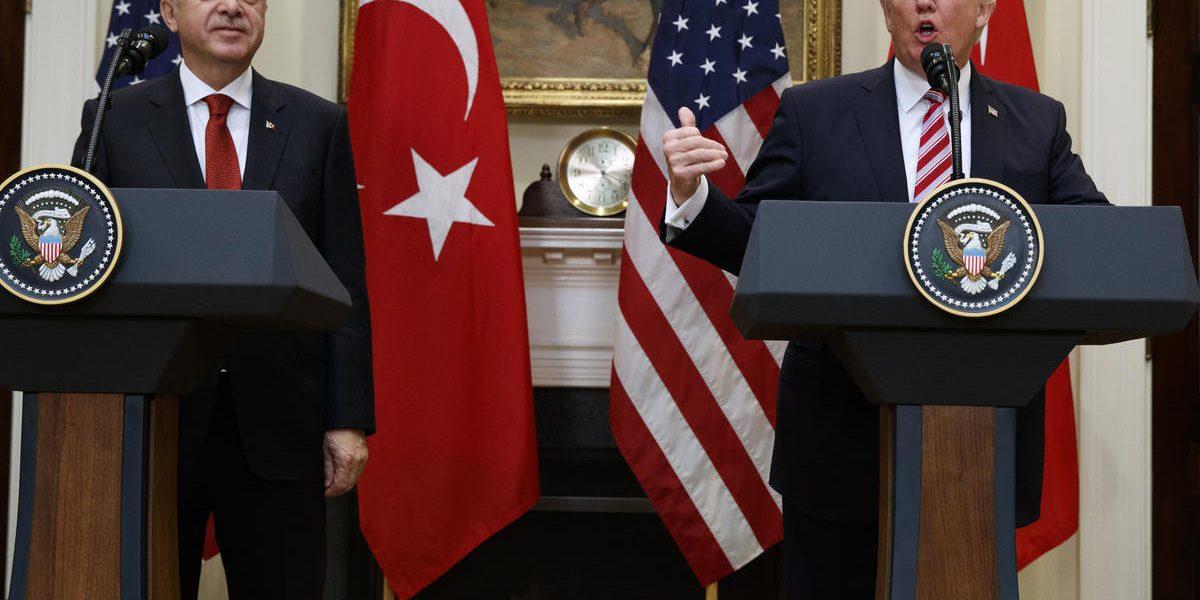 """""""الأزمة تشتعل"""".. الولايات المتحدة تعلن إغلاق سفارتها في تركيا"""