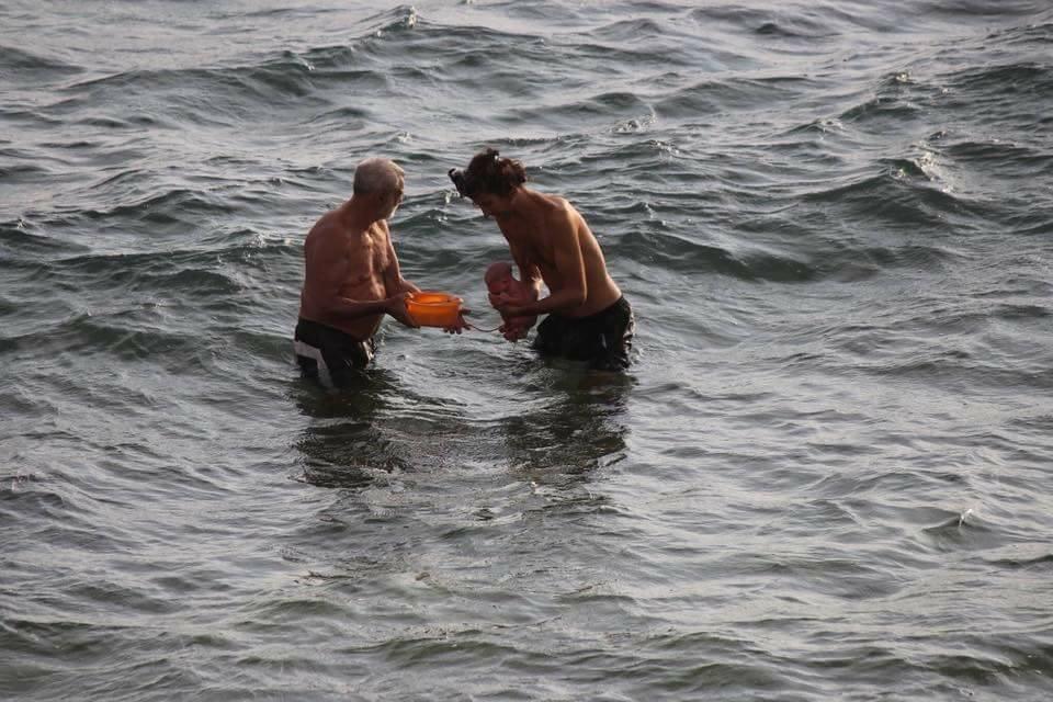 سائحة روسية تثير ضجة على مواقع التواصل الاجتماعي.. تلد طفلها في البحر وتخرج كأن شيئا لم يحدث 1