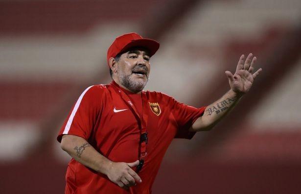 """الأسطورة """"دييجو مارادونا"""" يوجه رسالة مؤثرة إلى نجم الأهلي واللاعب يرد"""