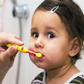 العناية بالأسنان للأطفال