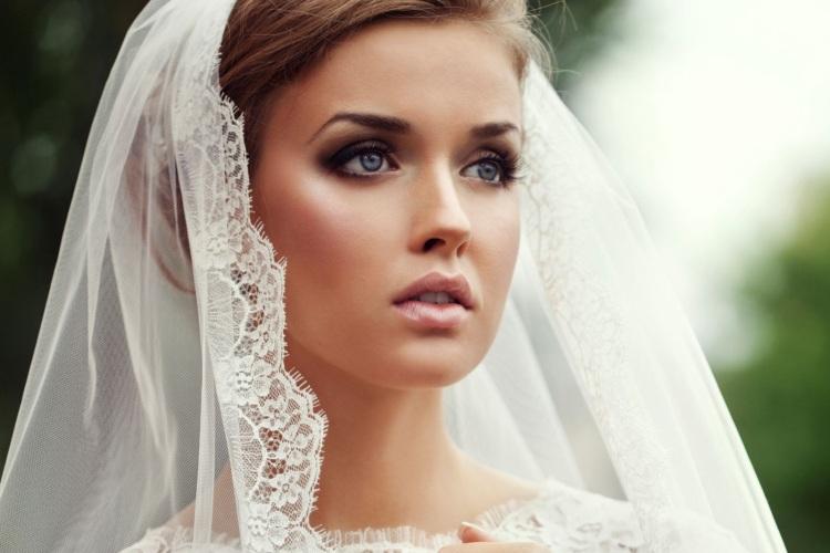 طرق العناية بالشعر الجاف والمتقصف للعروس لتتألقي في ليلة العمر وشهر العسل