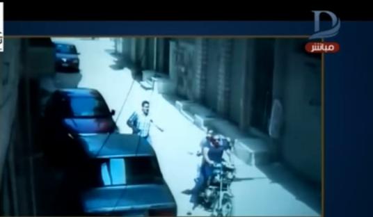 أغرب جريمة سرقة من أمام البنوك المصرية ترصدها الكاميرا«فيديو»