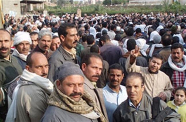 الدولة تقرر منح 800 جنيه لكل فرد من العمالة المؤقت يقوم بتسجيل بياناته عبر موقع وزارة القوى العاملة