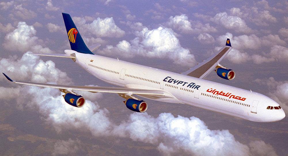 """مضيفة مصر للطيران تروي تفاصيل """"ساعات الرعب"""" التي عاشها الركاب خلال رحلة الرياض"""