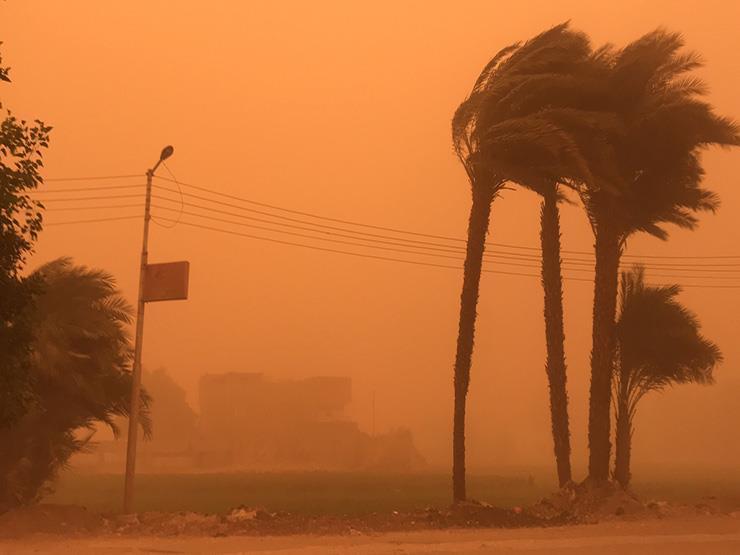 بالتفاصيل.. بيان الأرصاد يعلن قائمة المحافظات المهددة بالسيول والعواصف الترابية صباح الجمعة